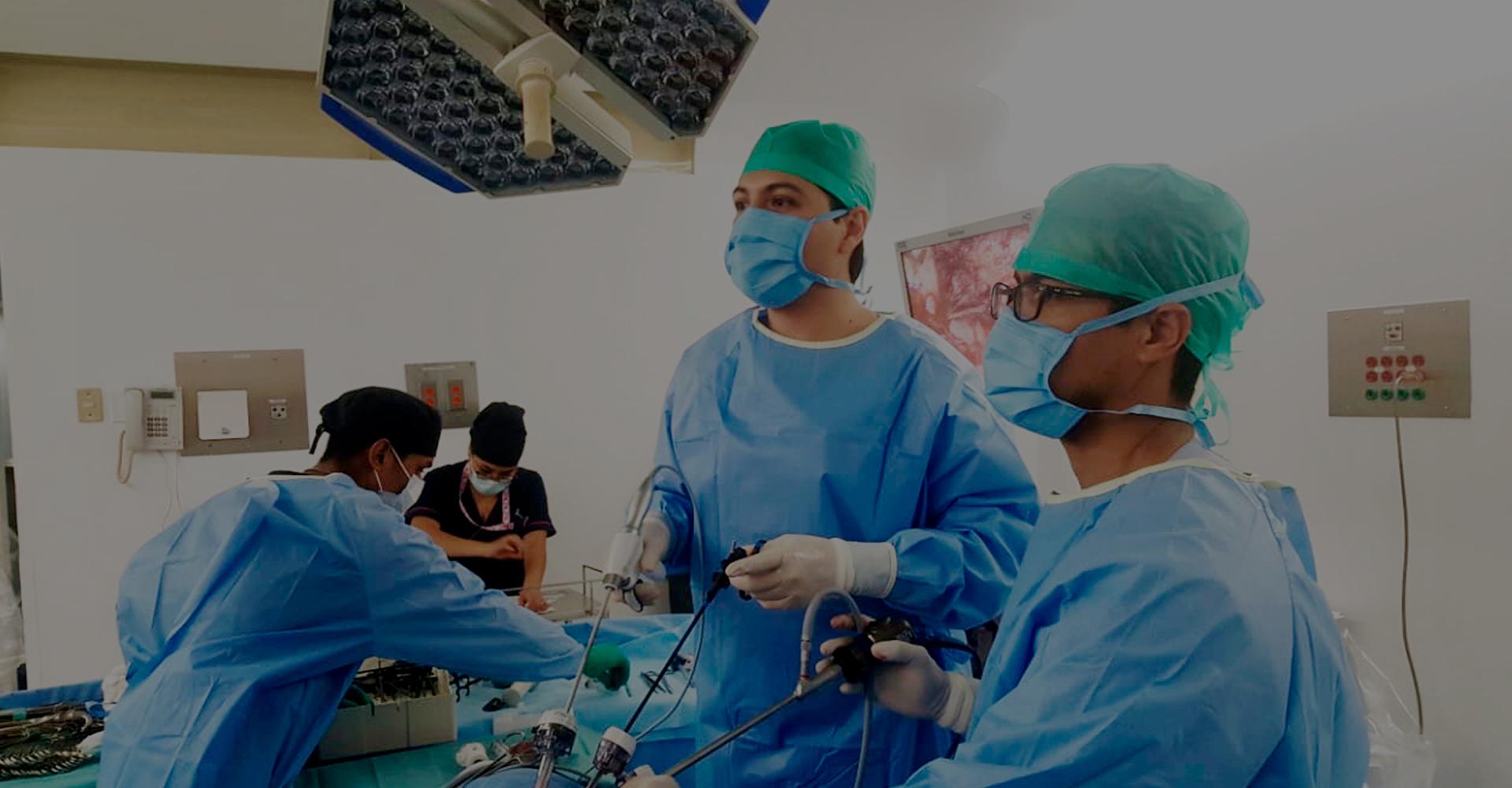 Dr. Carlos García Cruz - Urólogo - en cirugía de mínima invasión.